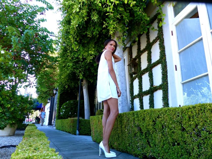 Amanda Garrigus Forever 21 white tunic White Aldo Pumps
