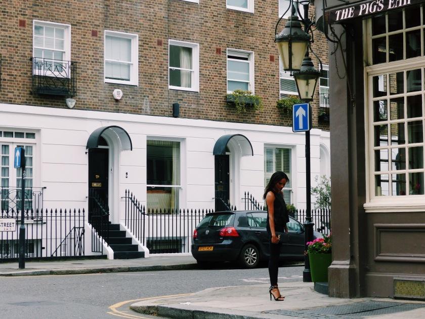 Amanda Luttrell Garrigus in Chelsea London wearing black denim and a YSL clutch
