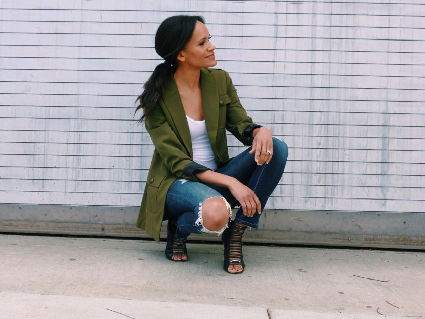 amanda-luttrell-garrigus-wearing-a-military-jacket-and-distressed-jeans